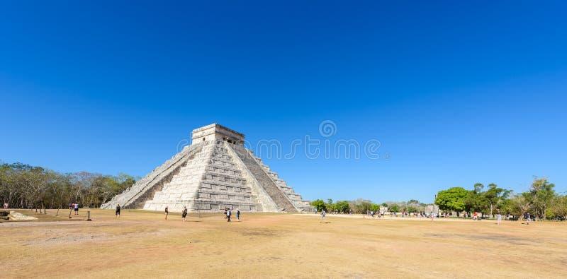 奇琴伊察- El卡斯蒂略金字塔-古老玛雅人寺庙废墟在尤加坦,墨西哥 免版税库存图片