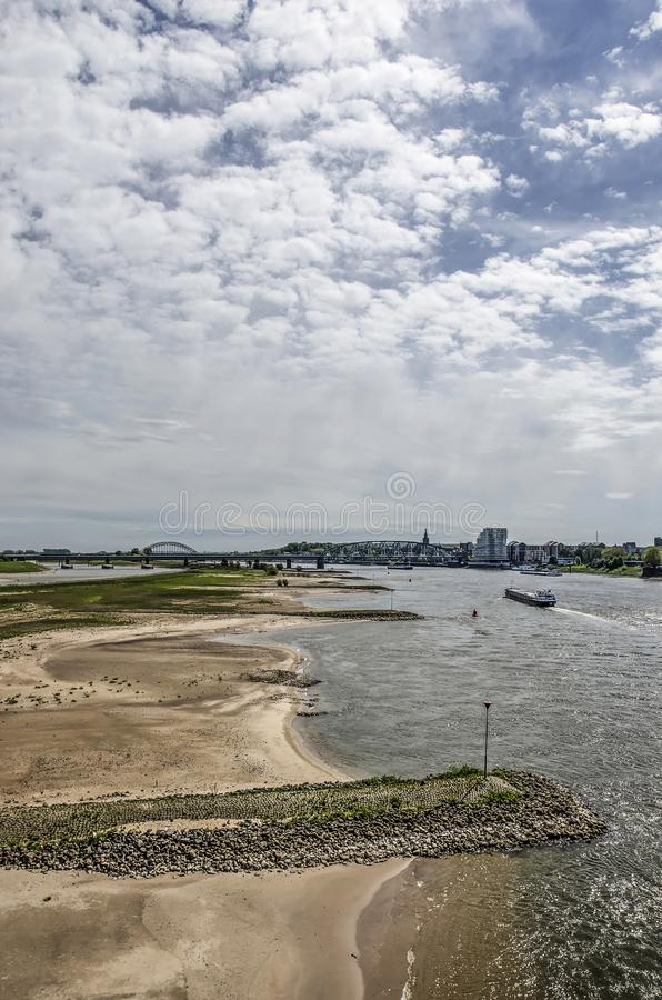 奈梅亨河海滩和防堤 免版税库存照片