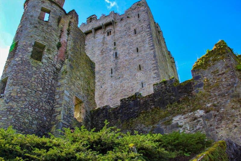 奉承城堡看法从下面 免版税库存照片
