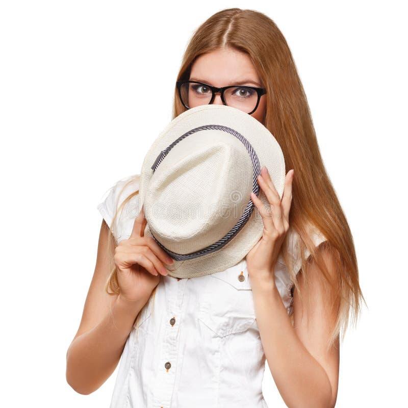 兴奋的惊奇的愉快的美丽的少妇 塑造有帽子的女孩,隔绝在白色背景 免版税图库摄影