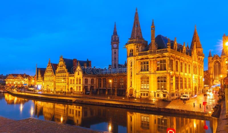 奎伊Graslei在跟特镇晚上,比利时 免版税库存照片