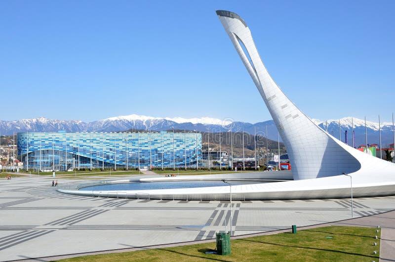索契、俄罗斯, 3月, 01, 2016年,冰宫殿Olbmpic在Olimpic公园计算的冰山和喷泉 免版税库存图片