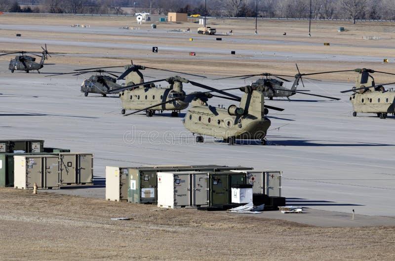 契努克族和黑鹰直升机 免版税库存图片