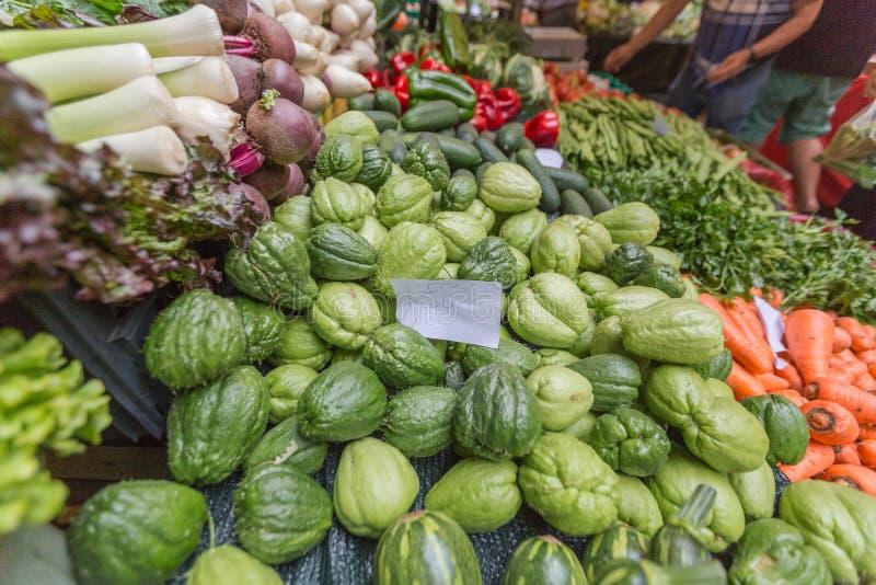 奔忙水果和蔬菜市场在丰沙尔马德拉岛 库存照片