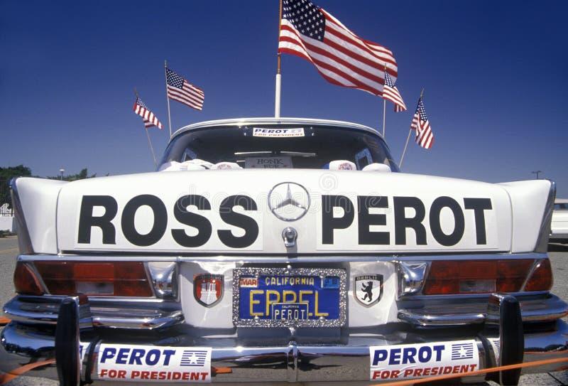 奔驰车汽车装饰与支持总统的字法和特大张贴广告罗斯Perot 橘郡, Calif 库存照片