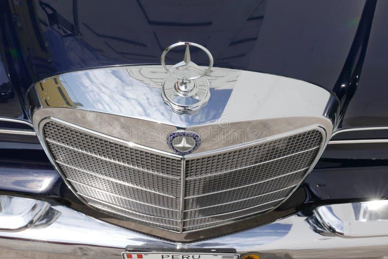 奔驰车300 SE L镀铬物格栅在利马显示了 库存图片