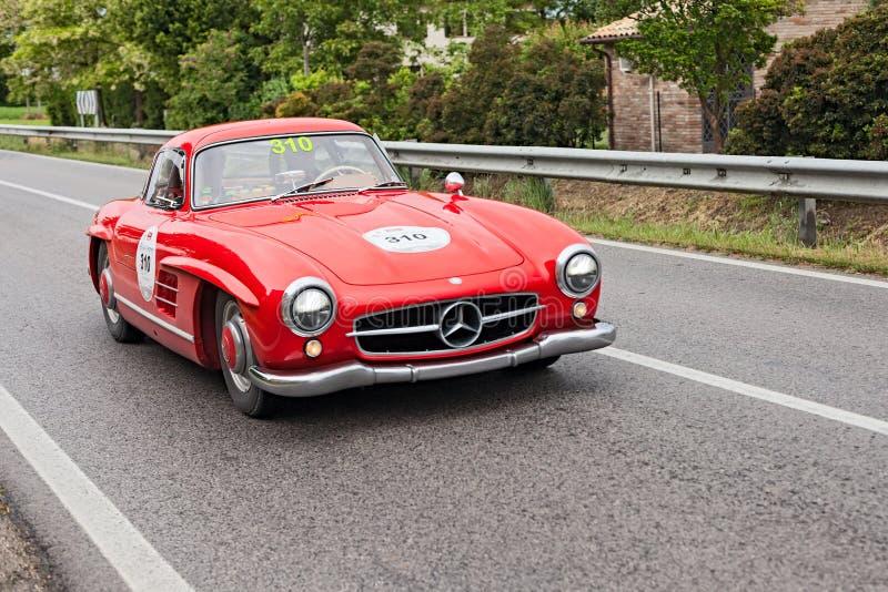 奔驰车300 SL W 198在Mille Miglia 2013年 库存照片