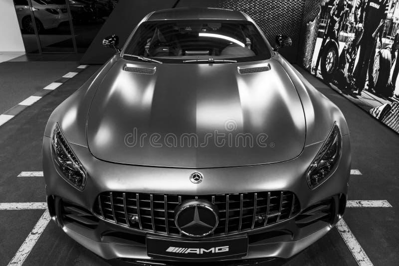 奔驰车AMG广义相对论2018年V-8 Biturbo外部细节,车灯 正面图 汽车外部细节 黑色白色 免版税库存图片