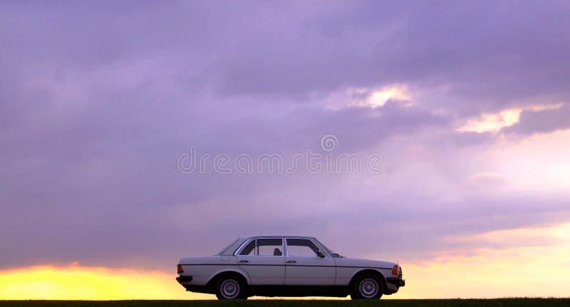 奔驰车W123 - 240D眼镜蛇 免版税库存照片