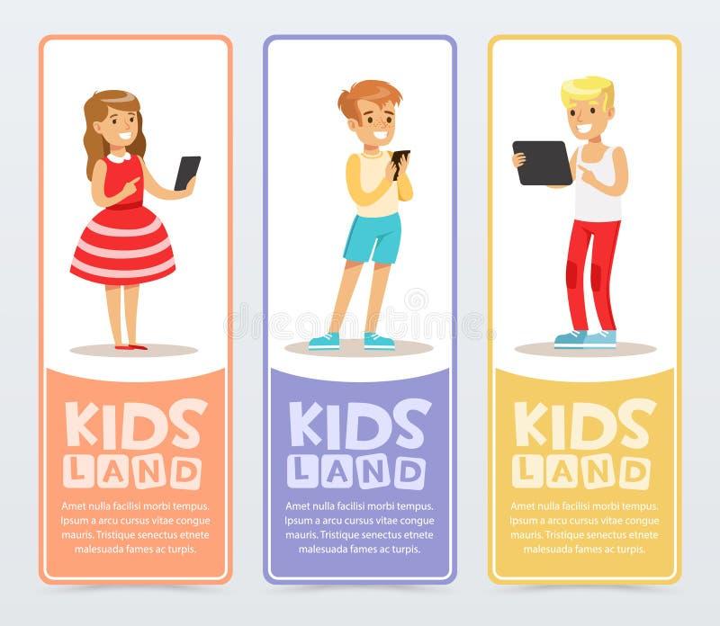 套与使用现代小配件的少年的垂直的横幅和读e书 学会和学习 教育 向量例证