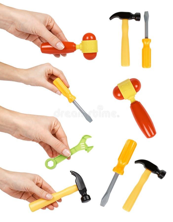 套为孩子的不同的黄色塑料玩具工具用手,车间比赛工具 背景查出的白色 库存图片