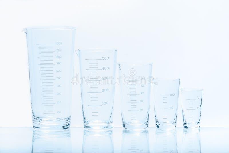 套五个空的温度抗性圆锥形烧杯 免版税库存图片