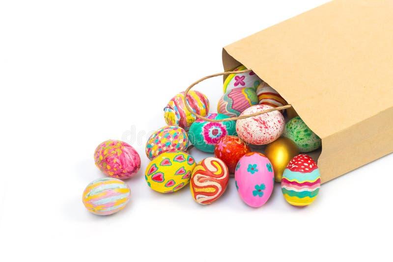 套五颜六色的复活节彩蛋在纸袋和在白色背景 图库摄影