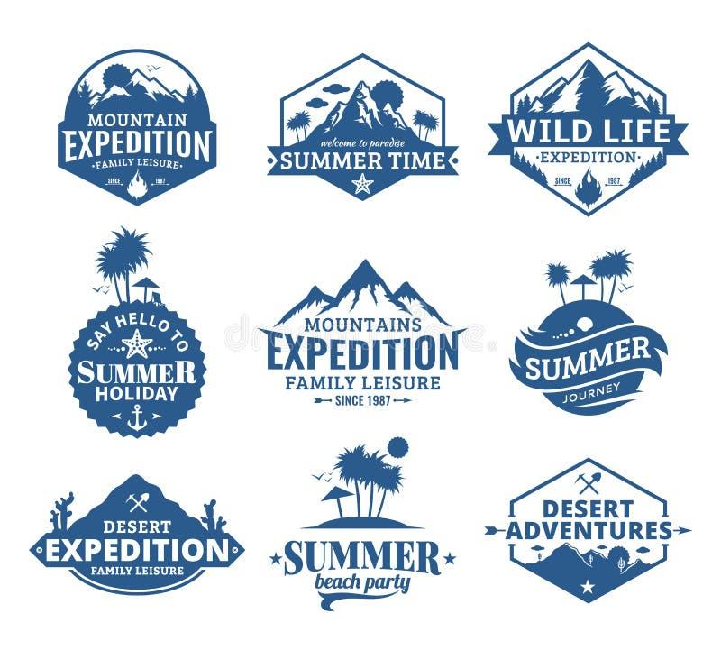 套传染媒介夏天、山和室外冒险商标 皇族释放例证