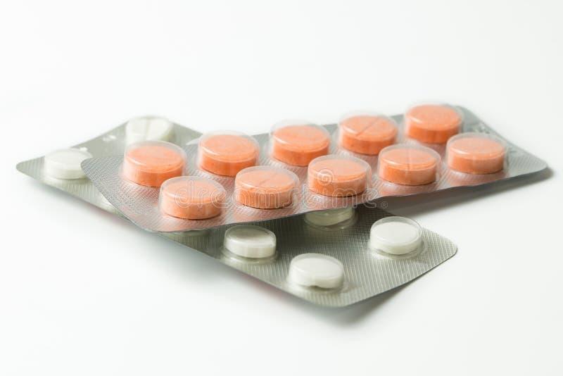 套在塑料气泡塑料包装的药片 免版税库存照片