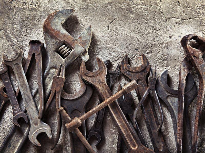 套在葡萄酒样式的老肮脏的工具 库存照片