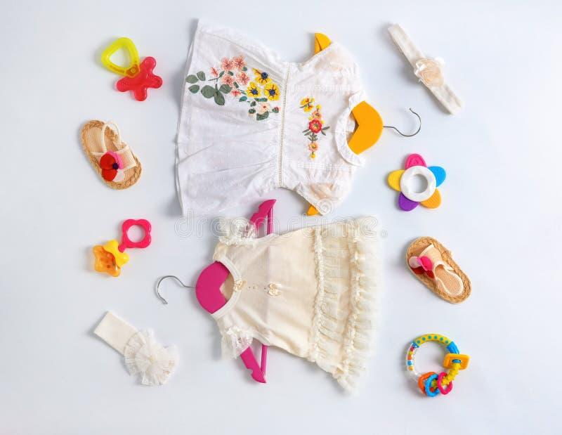 套婴孩衣裳和辅助部件 免版税库存图片