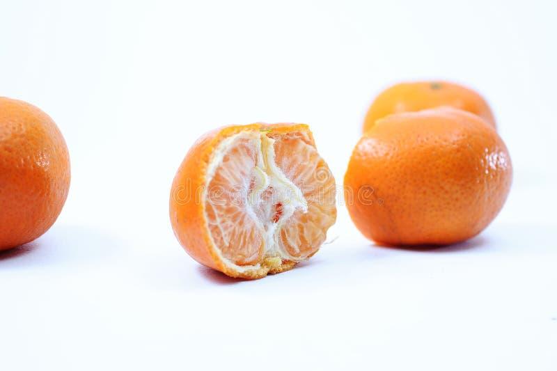 套新鲜的整个和被切的/半桔子和切片 免版税库存照片