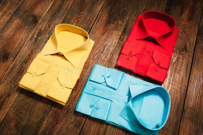 套时髦的新的聪慧的五颜六色的人的衬衣 免版税库存照片