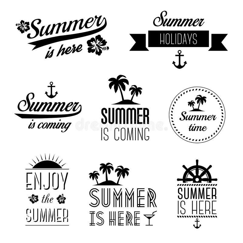 套暑假印刷术标签,标志和设计元素-夏天在这里 向量例证