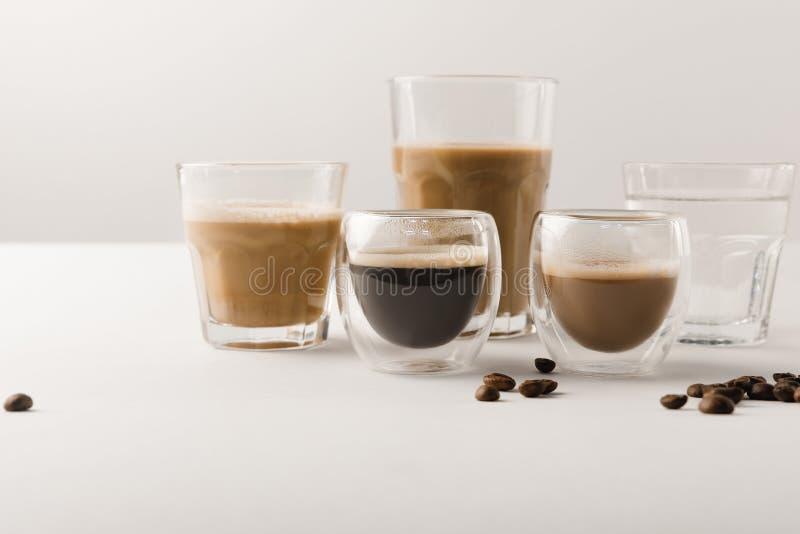 套杯子用被分类的咖啡在白色背景喝 图库摄影