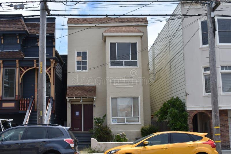 套楼公寓旧金山,1的一个被放弃的一半 免版税库存照片