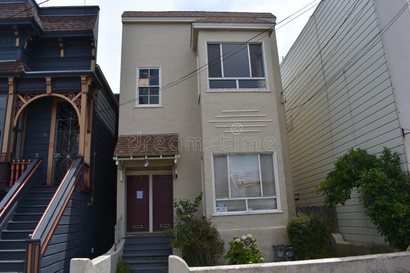 套楼公寓旧金山,3的一个被放弃的一半 库存图片