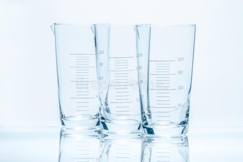 套测量的三个空的温度抗性圆锥形烧杯 库存照片