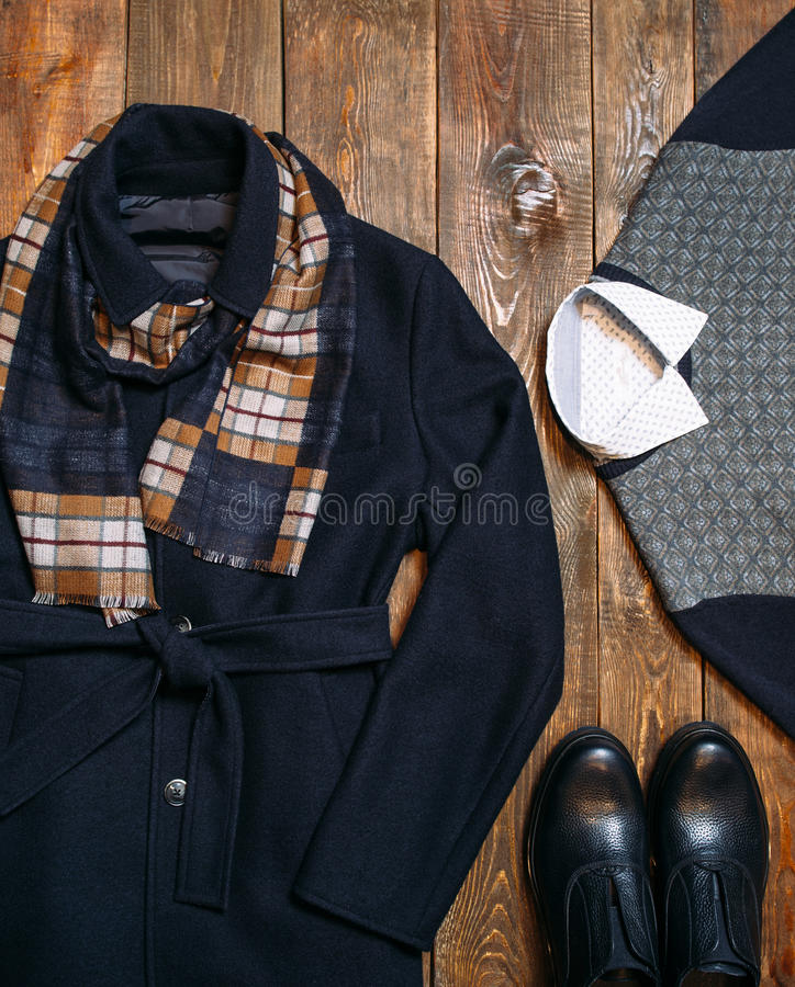 套温暖的冬天经典人的衣物 库存照片
