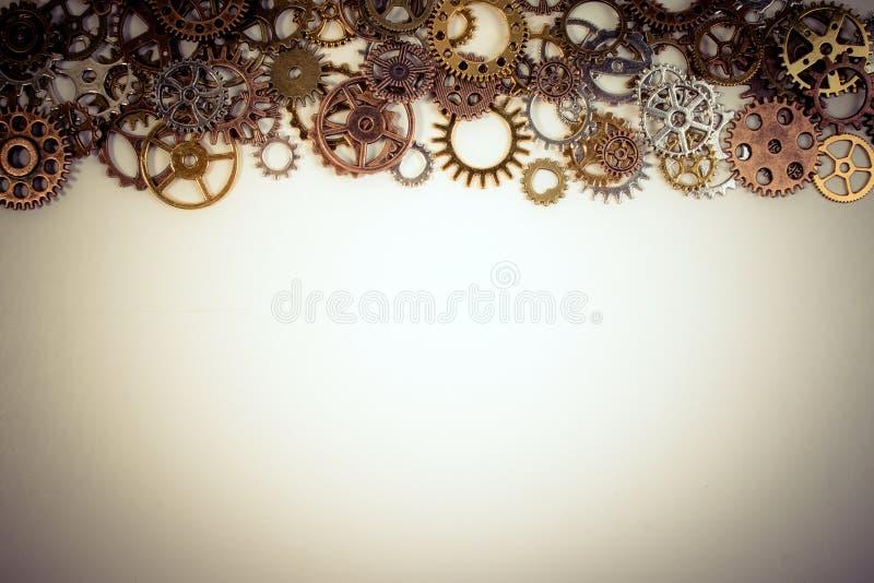 套生锈的金属齿轮或嵌齿轮在白色背景适应 免版税库存照片