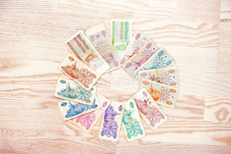套票据乌克兰在木背景的karbovanets金钱 免版税库存照片
