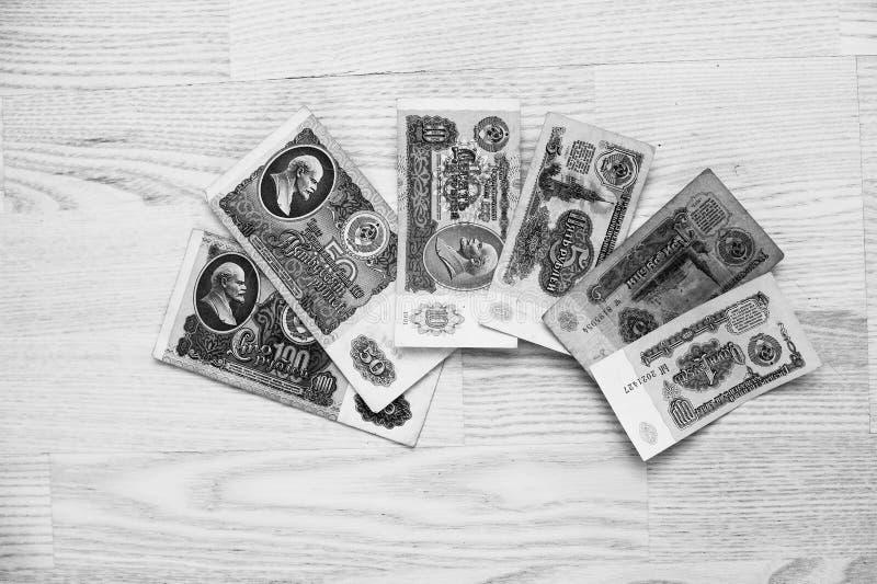 套票据苏联在木背景的卢布金钱 黑色和W 免版税库存照片