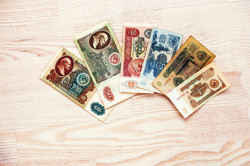 套票据苏联在木背景的卢布金钱 库存照片