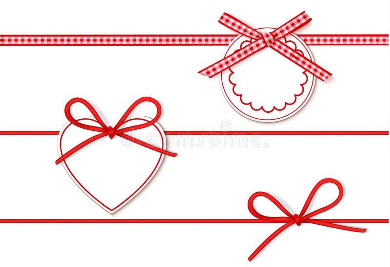 套美好的红色弓和空的销售为礼物装饰标记 导航弓,在白色背景隔绝的水平的丝带 库存例证