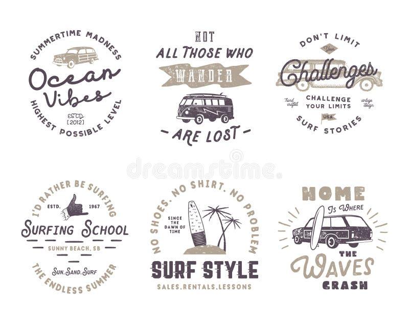 套葡萄酒冲浪的图表和象征网络设计或印刷品的 冲浪者略写法 海浪徽章 穿蓝衣的男孩服务台女孩查找海运坐的冲浪 库存例证