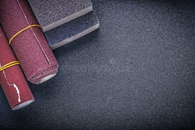 套铺沙擦砂纸研磨剂工具 库存图片
