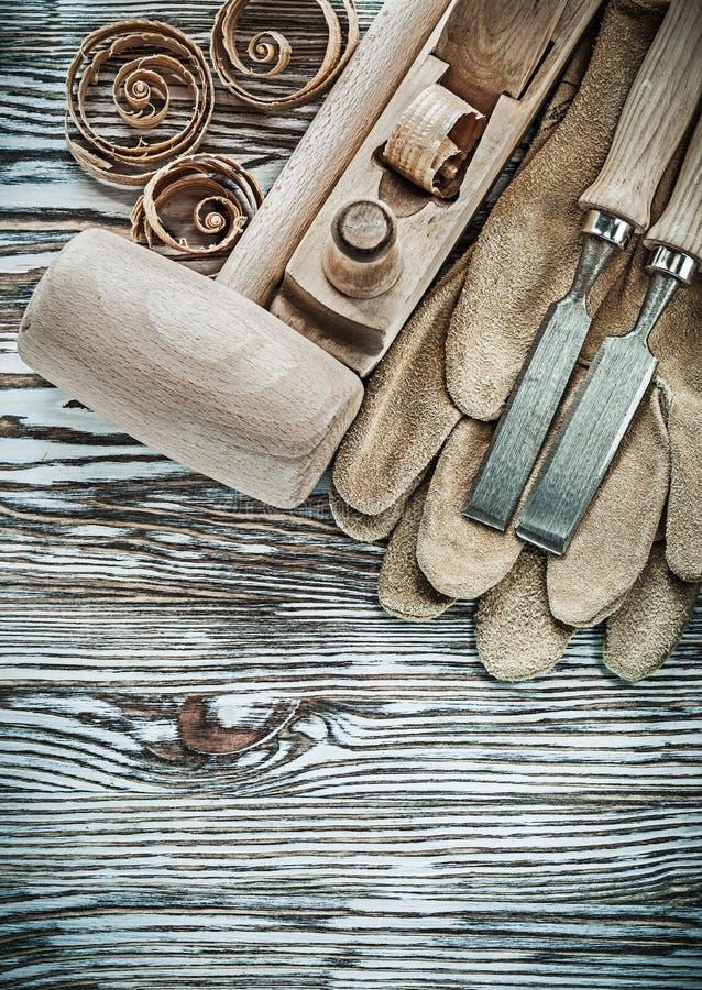 套防护手套木锤子凿更加平面的计划的c 免版税库存图片