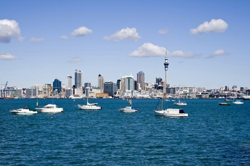 奥克兰小船cbd城市 免版税图库摄影