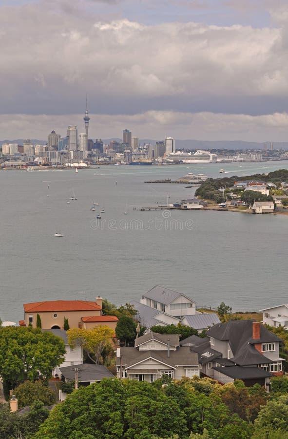 奥克兰市的看法从德文港地区,北岛,新西兰的 免版税库存图片