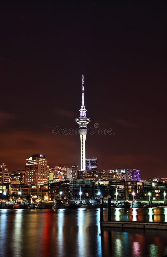 奥克兰港口夜视图 免版税库存图片
