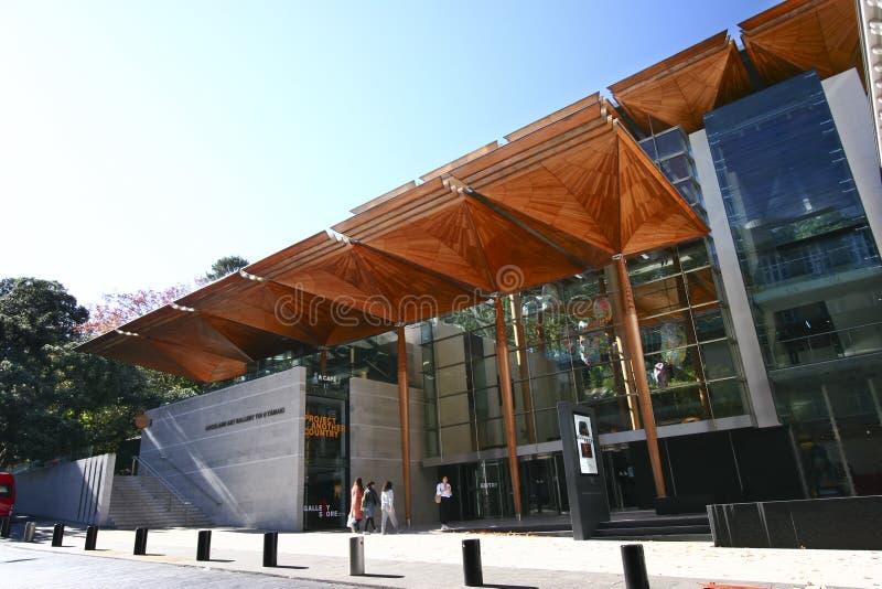 奥克兰美术馆远井o TÄ与树状的机盖结构入口的 maki,新西兰现代门面  库存图片