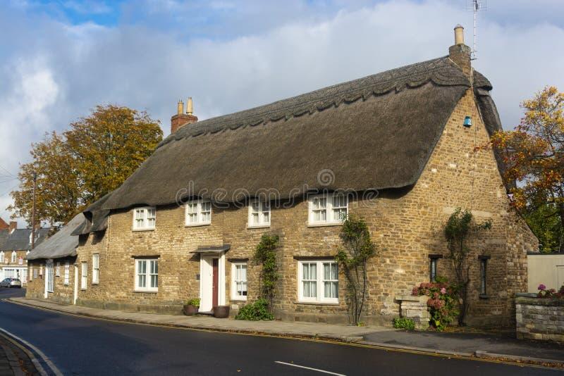 奥克姆 2019年10月19日 — 英国传统橙色砖墙村楼 库存图片