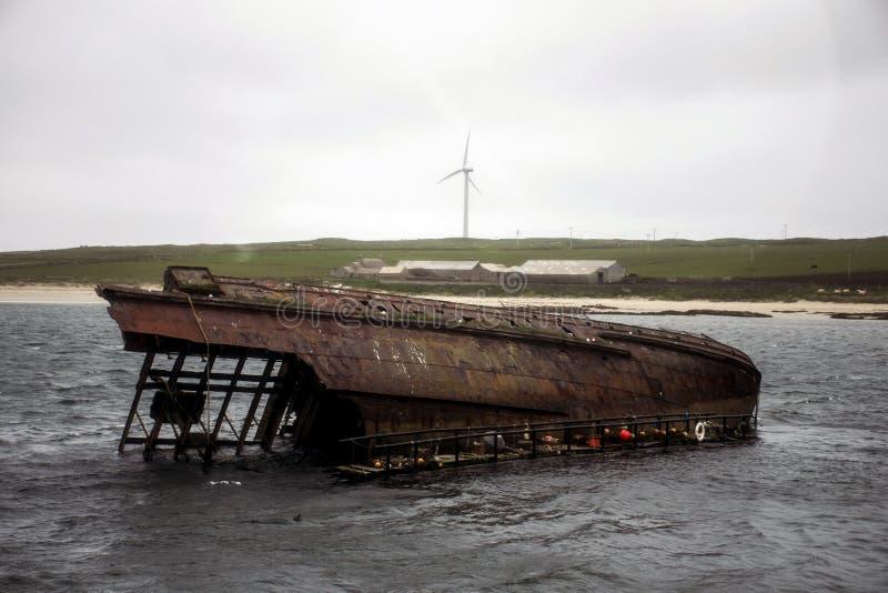 奥克尼郡岛苏格兰scapa海湾凹下去的生锈的船击毁2 库存图片