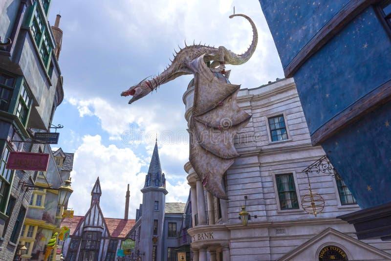 奥兰多,美国2018年5月8日:在Gringotts银行的龙在哈利・波特Wizarding世界的Diagon胡同  库存照片