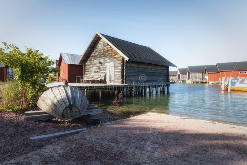 奥兰群岛,芬兰- 2019年7月12日-波罗的海的岸的木房子 奥兰群岛 免版税图库摄影