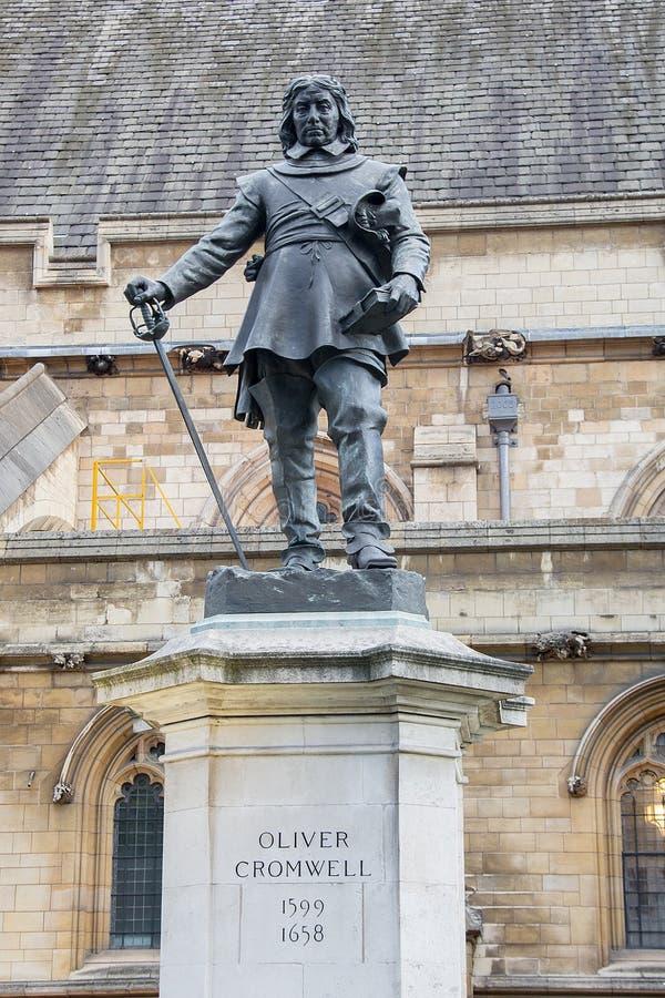 威斯敏斯特宫纸雕_奥利弗・克伦威尔- 1899雕象在威斯敏斯特宫(议会),伦敦,英国 ...