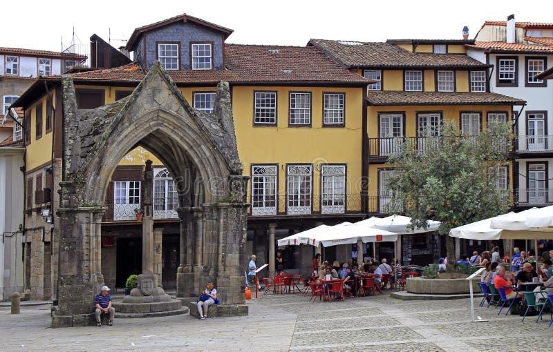 奥利维拉广场看法在吉马朗伊什,葡萄牙 库存图片