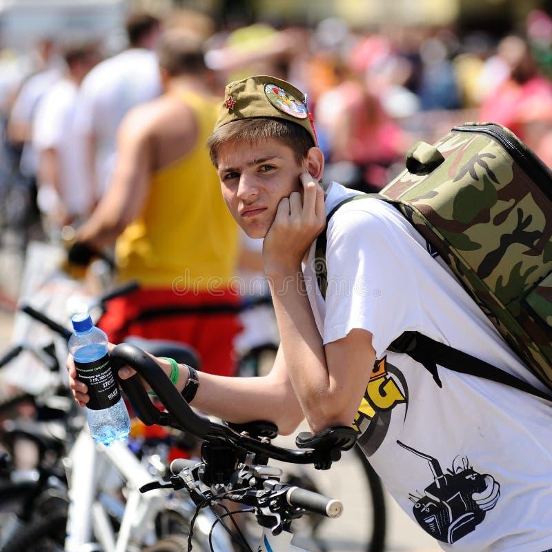 奥勒尔号,俄罗斯- 2016年5月29日:俄语Bikeday在奥勒尔号 有b的男孩 库存照片
