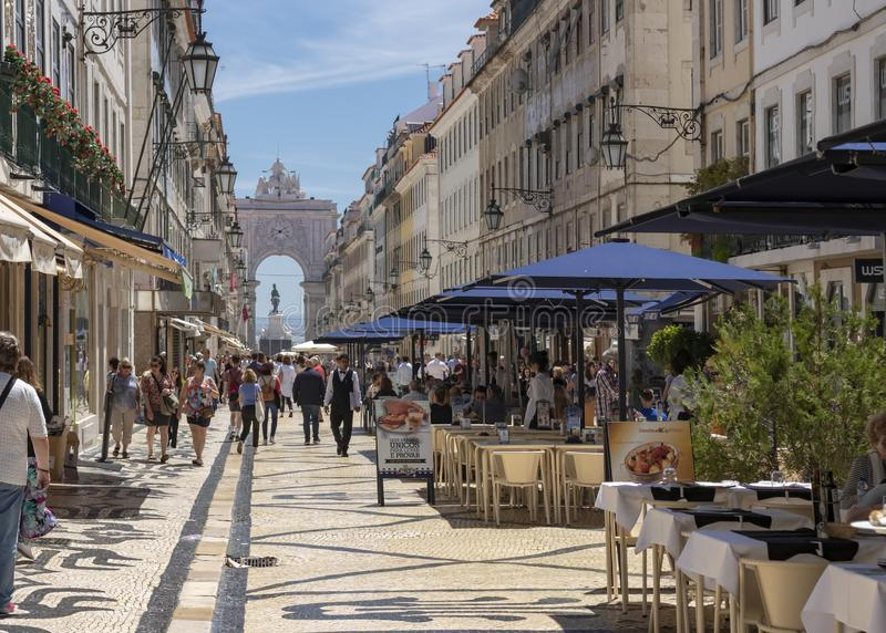 奥古斯塔街和奥古斯塔曲拱在里斯本 免版税库存照片