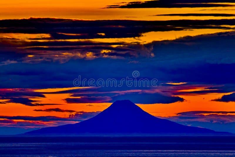 奥古斯汀火山日落视图从荷马的在阿拉斯加 库存照片
